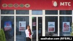 """Aşgabatda we ýurduň beýleki welaýatlarynda """"MTS-Türkmenistan"""" mobil aragatnaşyk operatory öz hyzmatlary üçin müşderilerden tölegleri kabul etmegi bes etdi."""