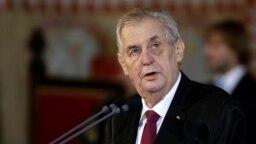 Мілош Земан також відомий як прихильник Росії і її президента Володимира Путіна і пропонує світові визнати анексію Криму Росією