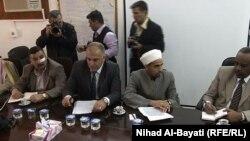 منسق التظاهرات في كركوك بنيان العبيدي (الأول من اليسار) أثناء إجتماع مع مارتن كوبلر، ممثل أمين عام الأمم المتحدة في العراق في زيارته لكركوك
