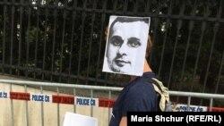 «Тихий протест» в поддержку Сенцова. В Праге требовали освободить украинца возле посольства России (фоторепортаж)