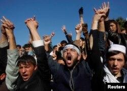 «Лойя Жирга» жиыны қарсаңында АҚШ-қа қарсы шеруге шыққан ауғандықтар. Ауғанстан, 19 қараша 2013 жыл.