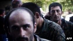 Один из первых обменов пленными. Грузинские солдаты возвращаются в Тбилиси