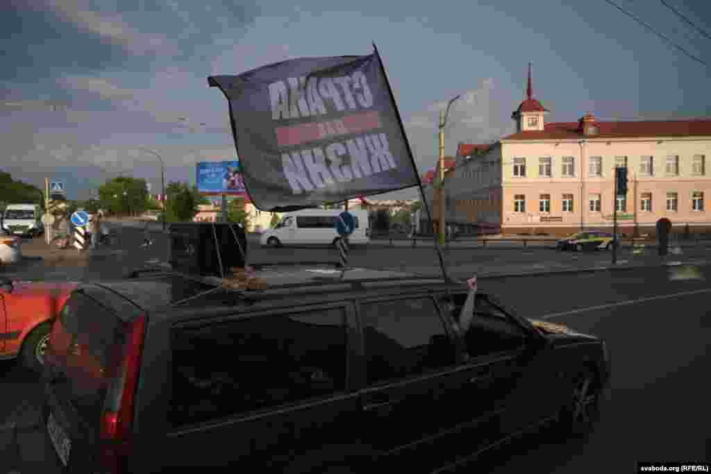 Прыхільнікі Ціханоўскага вітаюць«ланцуг салідарнасьці» ў Горадні