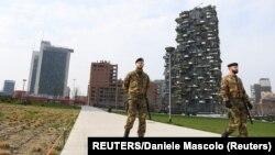 Իտալիա - Զինվորականները պարեկություն են իրականացնում Միլանի դատարկ փողոցներում, մարտ, 2020թ.