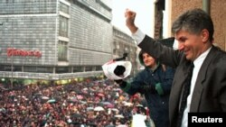 Zoran Đinđić na protestu opozicije 1997.