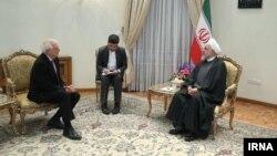 جوزپ بورل، مسئول سیاست خارجی اتحادیه اروپا (سمت چپ) در تهران