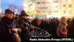 Протест на опозициската ВМРО-ДПМНЕ пред министерството за правда по симнувањето на имунитетот на 6 пратеници од оваа прартија поради инволвираност во инцидентите на 27 април