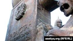 Қазақстан конституциясының ескерткіштегі бейнесі. Астана. (Көрнекі сурет)