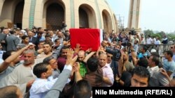 تشييع جنازة شرطي مصري قتل خلال اعمال العنف في القاهرة
