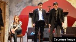 """""""Yalnız Qərb"""" tamaşası. Aktyorlar: Vüsal Mehrəliyev, Nigar Məmmədova, Anar Səfiyev"""