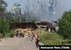 Через «нічийну землю» до українського КПВВ – погляд російського агентства «ТАСС» із позицій бойовиків