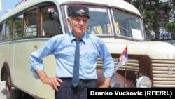 Branko Dragojević i njegov autobus