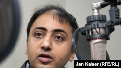 """Wall Street Journal Asia"" neşiriniň kommentatory Sadanand Dume Azatlyk Radiosynda, Praga."