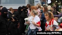 Жаночы марш салідарнасьці ў Менску. Фотагалерэя