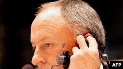 درموت آهرن، وزير امور خارجه ايرلند با اشاره به اجرای حکم مرگ جعفر کيانی که در چهاردهم تيرماه به شيوه پرتاب سنگ کشته شد، اين شيوه اعدام را «وحشيانه» توصيف کرد.