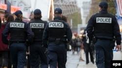 Fransiýanyň polisiýasy Parižde gözegçilik edýär