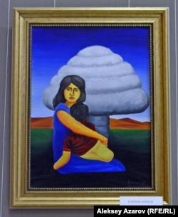 """""""Ана қорқынышы"""" картинасында ядролық сынақ жарылысы кезінде баласын бауырына басып отырған ана бейнеленген."""