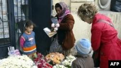 Цыгане, традиционно торгующие цветами в Стамбуле, не рады реформам Эрдогана. Не рады реформам и многие горожане