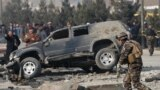 Howpsuzlyk güýçleri bombaly hüjümiň bolan ýerini barlaýarlar, Kabul, 28-nji dekabr, 2016.