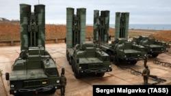 Російська зенітна ракетна система С-400 «Тріумф» у Криму, архівне фото