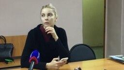 Мария Мотузная, обвиненная в экстремизме за картинки в соцсети, в суде