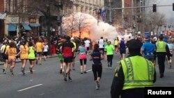 Момент взрывов в Бостоне, 15 апреля 2013 года.