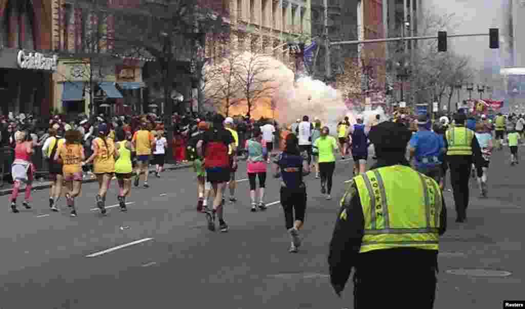 Взрыв во время марафона в американском городе Бостон 15 апреля 2013 года. Всего прогремели два взрыва, в результате чего погибли три человека, более 260 ранены.