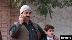 Пакистанда талиптер мектепке кол салды
