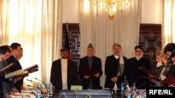 Президент Хамид Карзай өкмөттүн жаңы мүчөлөрүнүн ант берүү аземинде. Кабыл. 18-январь 2010