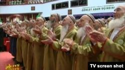 Türkmenbaşyda geçen Ýaşulular maslahatynyň açylyşy. 23-nji oktýabr, 2012 ý.