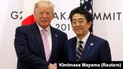 Presidenti amerikan, Donald Trump gjatë takimit me kryeministrin japonez, Shinzo Abe. Qershor, 2019