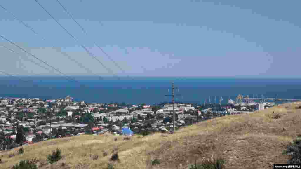 Вид на порт із гори