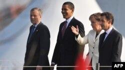 Лидеры стран НАТО на мосту между Францией и Германией