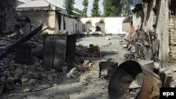 Жалал-Абадда талкаланган үйлөрдүн бири, 14-июнь, 2010-жыл