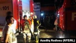 Пожар на автомобильном рынке в Баку