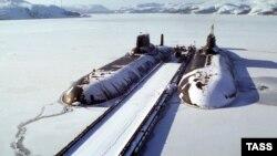 Баренц теңізіндегі Ресей әскери базасындағы атомдық сүңгуір қайықтар. (Көрнекі сурет.)