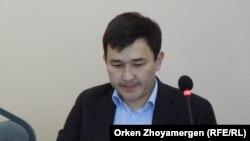 Сот залында отырған Әсет Матаев. Астана, 27 қыркүйек 2016 жыл.