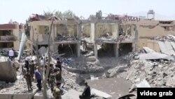 На месте взрыва в Кабуле. 7 августа 2019 года.