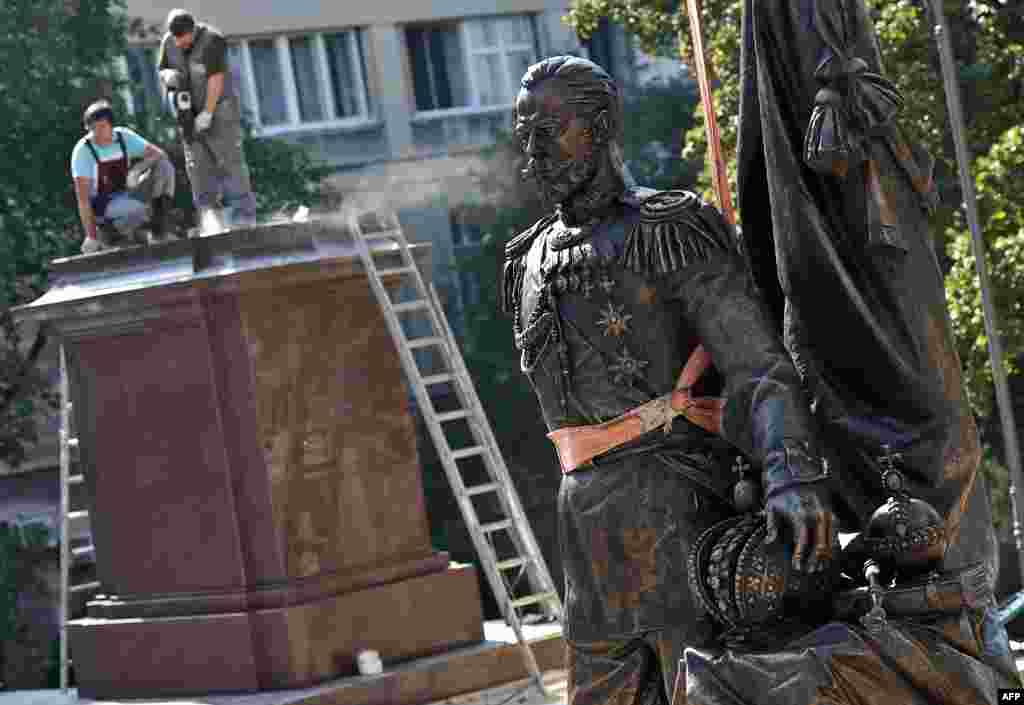 Workers prepare the plinth where a monument to the last Russian emperor, Tsar Nicholas II, will be placed in Belgrade. (AFP/Andrej Isakovic)