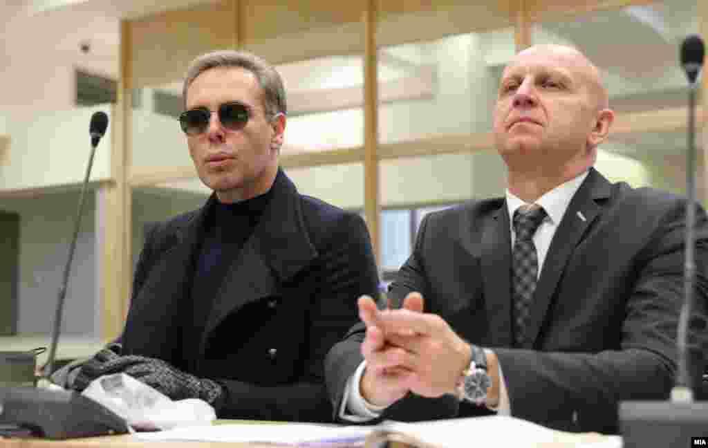 МАКЕДОНИЈА - Денешното судско рочиште за случајот Рекет е затворено за јавноста. Ова го одлучи судијката Васка Николовска- Масевска откако обвинителката Вилма Русковска информираше дека разговорот меѓу обвинетите Бојан Јовановски и Зоран Милевски е сензитивен.