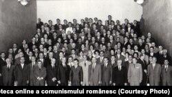 """Congresul al IX-lea al PCR – conducători și delegaţi. Anul I al regimului Ceaușescu și al calendarului """"mărețelor ctitorii"""". Fototeca online a comunismului românesc. Cota:33/1965"""