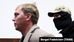 """Журналист """"Медузы"""" Иван Голунов в здании Басманного суда, ноябрь 2019 года"""