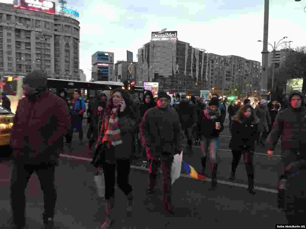Referendum, alegeri anticipate sunt câteva dintre solicitărilor oamenilor ieșiți în stradă