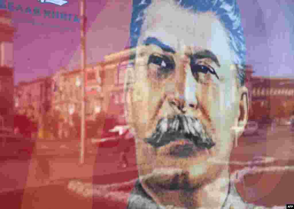 A portrait of Soviet dictator Josef Stalin is seen on an advertising billboard in rebel-held Donetsk, eastern Ukraine. (AFP/Aleksei Filippov)