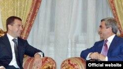 Serj Sarkisyan Dmitri Medvedevlə Qarabağ münaqişəsini müzakirə edib