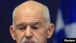 Георгиос Папандреу Брюссельдегі еуроодақ елдерінің саммитінен кейін баспасөз конференциясын өткізді. 27 қазан, 2011 жыл.