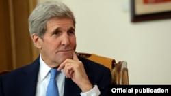 Государственный секретарь США Джон Керри в Бишкеке. 31 октября 2015 года.