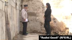 Ходжикул Бобокалонов беседует с корреспондентом Радио Озоди