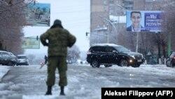 Бойовик угруповання «ЛНР» у Луганську. Листопад 2017 року