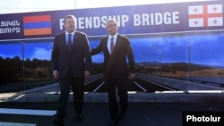 Armenia/Georgia - Armenian President Serzh Sarkisian (R) and Georgian Prime Minister Giorgi Kvirikashvili inspect the site of a new bridge to be built on the Armenian-Georgian border, 4Nov2016.